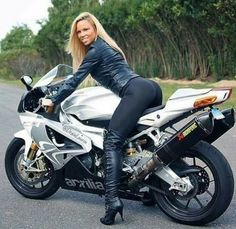 Aprilia rsv 1000 r 1506191 Scooter Girl, Vespa Scooter, Motorbike Girl, Motorcycle Outfit, Lady Biker, Biker Girl, Motos Sexy, Girly Car, Hot Bikes