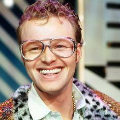 Der gelernte Metzger Stefan Raabmachte sich 1990 als Produzent von Werbejingles selbständig. Später erstellte er unter anderem für das ARD-Morgenmagazin sowie mehrere Talkshows Jingles und Spots.