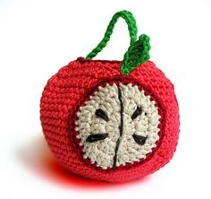 apple cozy.  free pattern.  button closure and handle.