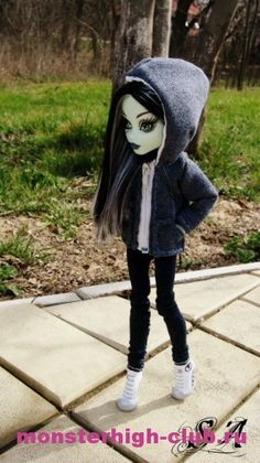 Sweatshirt for Monster High. Song to mashup with outfit -hello from adele Monster High Doll Clothes, Custom Monster High Dolls, Monster Dolls, Monster High Repaint, Custom Dolls, Ooak Dolls, Barbie Dolls, Barbie Clothes, Doll Clothes Patterns