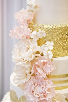 Metallic Wedding Cakes | Gold Sequins | Jenna Rae Cakes | Hiebert Photography
