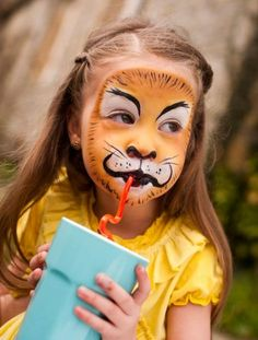 When you think about face painting designs, you probably think about simple kids face painting designs. Many people do not realize that face painting designs go Lion Face Paint Easy, Diy Face Paint, Black Face Paint, Body Paint, Face Painting Images, Face Painting Designs, Paint Designs, Face Paintings, Tiger Makeup