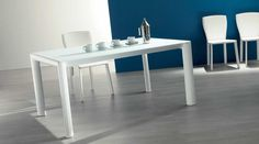 MITO CR, design: Marco Pozzoli/ Giacomo Mauri - Aluminum frame dining table with telescopic extending mechanism, inside double extension, glass top. www.ozzio.com
