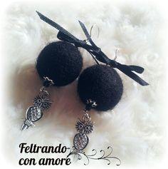#Orecchini con #palline do #feltro e #charm #gufetto #feltball #earrings with #owlcharm