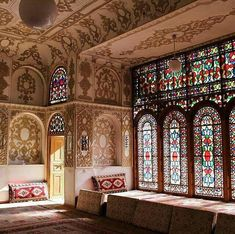 Palace museum in Iran with the most luxurious decoration. Persian Architecture, Beautiful Architecture, Art And Architecture, Persian Palace, Persian Decor, Iran Pictures, Staircase Makeover, Persian Culture, Patterned Carpet