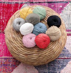 Phil Rustique: 65 % bomull, 25 % viskose, 10 % lin. 20 masker på pinne 4 = 10 cm. Throw Pillows, Threading, Toss Pillows, Cushions, Decorative Pillows, Decor Pillows, Scatter Cushions