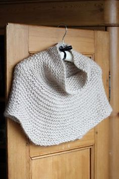 Shoulder Cozy Project - Cocoon Version love the idea of a cowl necked poncho! Knit Cowl, Knitted Poncho, Knitted Shawls, Loom Knitting, Knitting Needles, Free Knitting, Rowan Knitting, Knit Or Crochet, Crochet Shawl