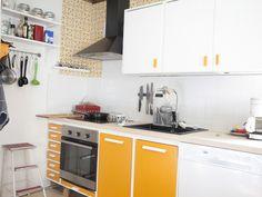 rintamamiestalo keittiö - Google-haku Summer Kitchen, Home, Kitchen Cabinets, Vintage House, Kitchen Room, Kitchen, Cottage Interiors, Kitchen Dining, Kitchen Renovation