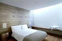 Holzwand In Einem Modernen Schlafzimmer