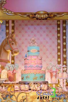 Candy Colors para decorar o Carrossel da Isis!! A decoração impecável de Era Uma Vez decorações encheu de graça o salão do Buffet Royal Gour...
