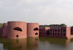 Considered Louis Kahn's greatest achievement, Dhaka's National Assembly complex, whose construction began in sits on an artificial lake. Space Architecture, Classical Architecture, Architecture Details, Brutalist Design, Shelter Design, Louis Kahn, Modern Art Deco, Best Web Design, Les Oeuvres