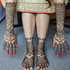 A more complete look at the full heavy bridal I posted a couple weeks ago. She went heavy on the inside but wanted a few more spaces on the outsides and feet to match! Full Hand Mehndi Designs, Henna Tattoo Designs, Bridal Mehndi Designs, Bridal Henna, Jagua Henna, Jagua Tattoo, Mehndi Art, Henna Mehndi, Top Female Fitness Models
