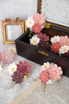 -つまみ細工*Hanairo Handmade Flowers, Diy Flowers, Crochet Flowers, Fabric Flowers, Felt Crafts, Fabric Crafts, Diy And Crafts, Ribbon Art, Fabric Ribbon