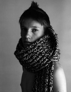 - this would be super easy and fast to make. Size 10 or 11 needles, chunky double-stranded yarn, knit the knits and purl the purls! Knit Cowl, Cowl Scarf, Knit Crochet, Fashion Hub, Knit Fashion, Dior, Hedi Slimane, Knitting Accessories, Knitting Projects