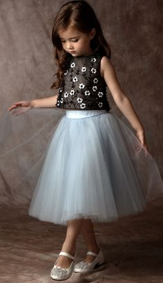 Must Have of the Day: Haute kids Couture by Dorian Ho Girls Casual Dresses, Dresses Kids Girl, Girl Outfits, Pretty Dresses For Kids, Nice Dresses, Frock Design, Fashion Design For Kids, Kids Fashion, Trendy Fashion