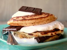 yummy bites / S'mores Stacker Pancakes.a little decadent but maybe good for dessert or birthday treat Beignets, Yummy Treats, Yummy Food, Sweet Treats, Fun Food, Dessert Crepes, Little Lunch, Pancakes And Waffles, Cooking