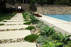 Hardscape walkway in a landscape design Modern Landscape Design, Modern Landscaping, Contemporary Landscape, Landscaping Plants, Outdoor Landscaping, Outdoor Gardens, Garden Steps, Garden Paths, Rectangular Pool