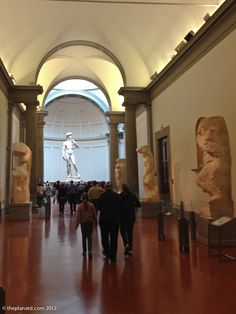 walking to the david-michelangelo-florence