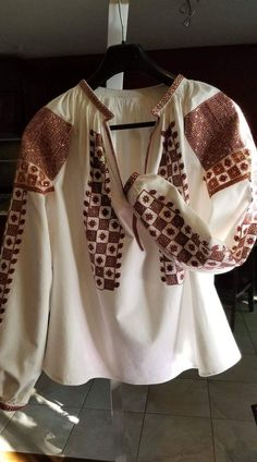 Folk Embroidery, Embroidery Dress, Dress Designs, Romania, Designer Dresses, Cross Stitch, Bell Sleeve Top, Costumes, Country