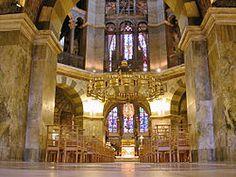 ca 798 Karolingische bouwkunst / De Paltskapel in Aken gewijd in 805 De achthoekige vorm herinnert aan een nieuw begin acht mensen werden gered in de Ark van Noach.