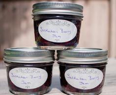 Saskatoon Berry Jam (regular and sugar free) Enjoy those berries all year long with this easy Saskatoon Berry Jam recipe Saskatoon Recipes, Saskatoon Berry Recipe, Jelly Recipes, Jam Recipes, Canning Recipes, Sugar Free Jam, Low Sugar, Jam Recipe Without Pectin, Plum Jam