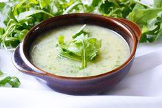 Das Rucola Suppen mit Kartoffel Rezept ist eine ansprechende Vorspeise und im Kühlschrank auch mehrere Tage haltbar.