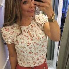 Blouse Styles, Blouse Designs, Summer Blouses, Work Attire, Printed Blouse, Shirt Blouses, Vintage Outfits, Casual Looks, Fashion Outfits