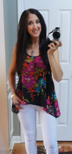 Summer Night... White Jeans, flowy floral top :) #thepiggytoes