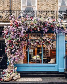 A gorgeous shop in london, england covered with beautiful flowers. Beautiful Flowers, Beautiful Places, Beautiful London, White Flowers, London Photos, Store Fronts, Pretty Pictures, Planting Flowers, Flower Gardening
