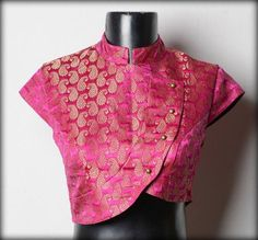 High Neck Brocade Blouse Get ready to get endless compliments in latest brocade blouse designs. Let us explore the world of sheer brocade in blouse. The brocade is made of premium quality and is highly comfortable to wear. Choli Designs, Brocade Blouse Designs, Brocade Blouses, Fancy Blouse Designs, Saree Blouse Patterns, Designer Blouse Patterns, Blouse Neck Designs, Blouse Styles, Brocade Saree
