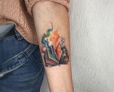 Birth Flowers & Over 50 Best Birthday Flower Tattoo Ideas - Tattoo Stylist Daisy Tattoo Designs, Crow Tattoo Design, Tattoo Designs And Meanings, Phoenix Feather Tattoos, Tattoo Dragon And Phoenix, Tattoo Guide, Raven Tattoo, 100 Tattoo, Modern Tattoos