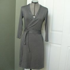 I love wrap dresses. I can't wait to try this pattern. It's FREE!