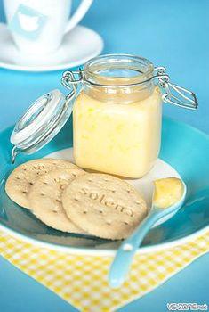Le lemon curd est une spécialité anglaise qu'il n'est pas si courant de trouver en France. Et qui n'est de toute façon pas vegan à l'origine puisqu'il contient des œufs et parfois du beurre. Traditionnellement, on s'en sert comme alternative à la confiture à l'heure du thé pour accompagner des scones ou des muffins. Il …