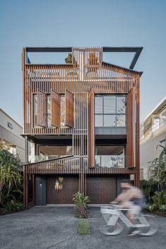 Image 1 of 34 from gallery of 08 Albatross Avenue House / Studio Workshop. Photograph by Andy Macpherson Australian Architecture, Architecture Design, Facade Design, Patio Central, Workshop Design, Rooftop Terrace, Home Studio, Commercial Design, Gold Coast