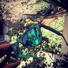 Το #dimitrisgoes σε προετοιμάζει για την άνοιξη & το καλοκαίρι, χαρίζοντάς σου ένα cool ζευγάρι unisex γυαλιά ηλίου Polaroid της εταιρίας Safilo!!! Πρόκειται για ένα ζευγάρι σε πράσινο χρώμα από τη συλλογή Rainbow, μια συλλογή πουχαρακτηρίζεται από τις μοναδικές καλοκαιρινές αποχρώσεις του σκελετού (μπλε, πράσινο, κίτρινο, πορτοκαλί, φούξια& διάφανο), το εμβληματικό (από το 1937) ουράνιο τόξο της Polaroid στο ακροβραχιόνιο & τους μοναδικούς καθρέπτεςPolaroid Ultrasight™ φακούς.  Κάνε…