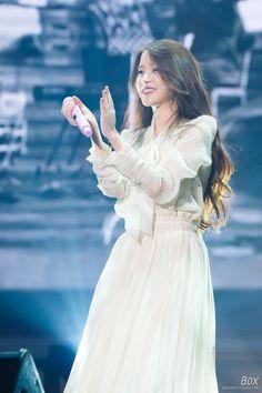 IUmushimushi • 151230 IU Chat-Shire Encore Concert by Box Permed Hairstyles, Modern Hairstyles, Kpop Fashion, Kawaii Fashion, Iu Chat Shire, Iu Hair, Fairytale Dress, Korean Actresses, Celebs