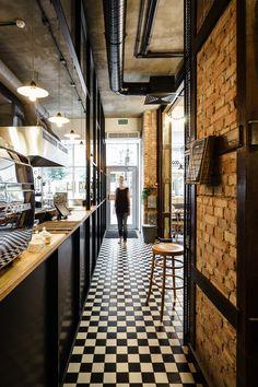 Pasta Miasta: Dining Italian Style in Gdynia, Poland - Yatzer - Styles Cool Pizzeria Design, Bakery Design, Cafe Design, Italian Restaurant Decor, House Restaurant, Pizza Restaurant, Bistro Interior, Restaurant Interior Design, Italian Bar