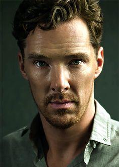 This will forever be my favorite Benedict Cumberbatch picture. Sherlock Bbc, Benedict Cumberbatch Sherlock, Watch Sherlock, Jim Moriarty, Sherlock Quotes, Martin Freeman, Tom Hiddleston, Short Hair Man, Gorgeous Men