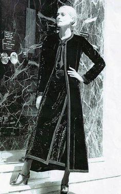 Yves Saint Laurent couture crushed black velvet maxi coat and skirt, Autumn-Winter, model no 93 Vintage Street Fashion, 70s Fashion, Fashion History, Timeless Fashion, Womens Fashion, Vintage Ysl, Vintage Couture, Christian Dior, Yves Saint Laurent Paris