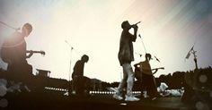 渚園で1番素敵なシーン… イヤイヤイヤイヤ...まだまだ素敵なシーンいっぱい~♥ #oneokrock #taka#toru#tomoya#ryota #ワンオク渚園LIVE #セカンドステージ #4人 #thesameas #コツコツ オフィシャル繋がんねぇwww(;´༎ຶٹ༎ຶ`)