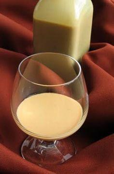 Karamell krémlikőr - Hozzávalók 15 dkg nádcukor (kristálycukor is… Cocktail Drinks, Cocktails, Gourmet Gifts, Hungarian Recipes, Baileys, Alcohol Free, Diy Food, Milkshake, No Bake Cake