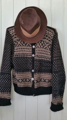 Old knitting from Setesdal. What Is Fashion, Types Of Women, Knitting Designs, Jumpers, Hand Knitting, Scandinavian, Knots, Knitwear, Men Sweater