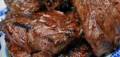 Biefstuk met suiker en whiskey smaakt precies zoals het klinkt, zoet. De hoeveelheid beschreven is voor ongeveer 3 tot 4 personen.