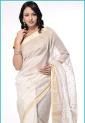 Cream zari woven handloom chanderi silk cotton saree from Chanderi, Madhya Pradesh. Available with matching blouse, blouse shown in the image is just for photography purpose. (Slight colour variation is possible.)