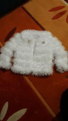Stricken Anleitung :Deze Pin is ontdekt door ayd Crochet Baby Jacket, Crochet Baby Dress Pattern, Crochet Coat, Baby Knitting Patterns, Crochet Patterns, Knitting Dolls Clothes, Knitted Dolls, Crochet Clothes, Knitting Socks