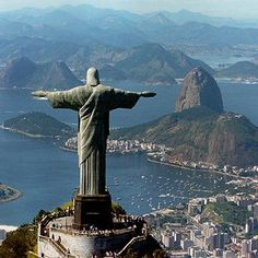 Christ the Redeemer statue in Rio. My absolute favorite piece of art ever. I would LOVE to go to Rio if only to see that in person. Samos, Urban Street Art, Les Religions, Destination Voyage, Bora Bora, Liberty, Places To Visit, Around The Worlds, Lany