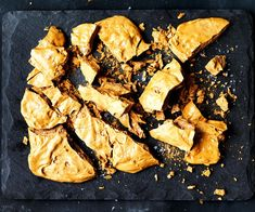 This honeycomb recipe is just the thing for decorating delicious cakes, or serving as a treat in itself drizzled with some dark chocolate. How To Make Honeycomb, Biscotti, Mandarine Recipes, Gluten Free Muesli, Sauces, Mousse, Dessert Crepes, Apple Recipes, Easy Recipes