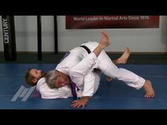 https://www.youtube.com/watch?v=26R2hhMLVRI Want to teach your students how to get side control on their opponent? American Top Team Head Coach and Co-Founder, Ricardo Liborio, demonstrates the fundamental Under/Over Pass for your students so they can pass their opponent's guard and... Jitseasy