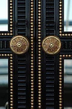 Black and gold home decor accessories make a stylish statement on all points. Black and gold home decor accents and accessories are always stylishly in season. Knobs And Knockers, Door Knobs, Door Handles, Door Pulls, Door Detail, Elements Of Style, Black Doors, Nailhead Trim, Door Design