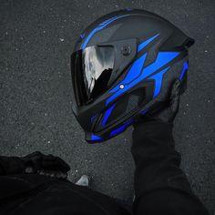 Motorcycle Wear, Motorcycle Helmet Design, Cafe Racer Helmet, Bicycle Helmet, Ktm Dirt Bikes, Bike Photoshoot, Custom Helmets, Xmax, Cool Motorcycles